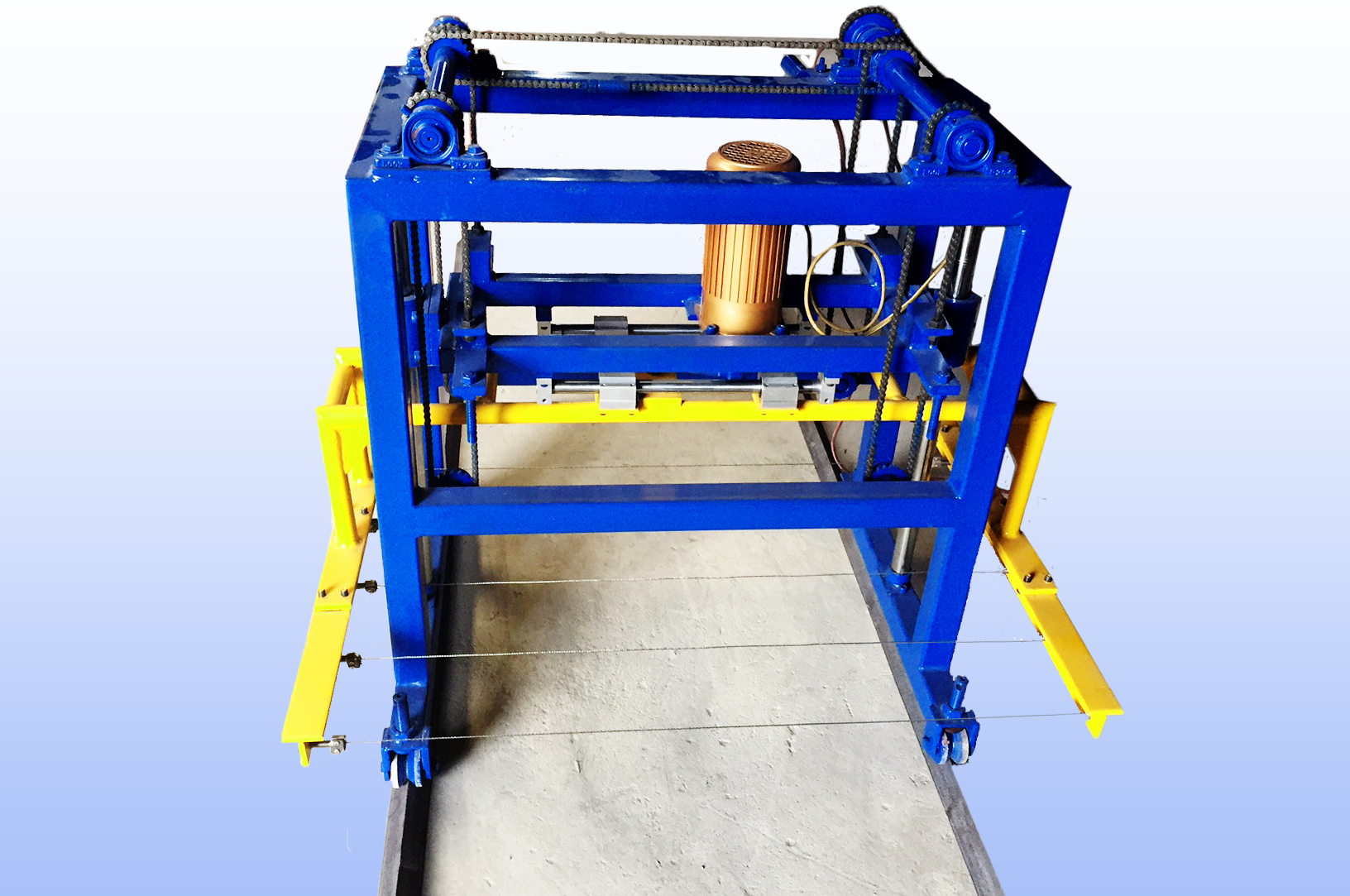 Minicutter Small Compact Clc Block Cutting Machine Electrical Wiring In Cinder Walls Use Wire To Cut The Blocks